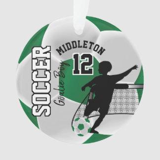 Ornamento Menino verde e branco do Goalie do futebol