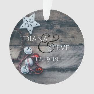 Ornamento Monograma da lembrança do Natal dos Newlyweds
