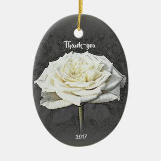 Ornamento obrigado do rosa branco