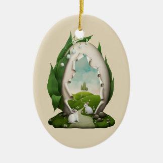 Ornamento oval cerâmico dos coelhos do ovo da