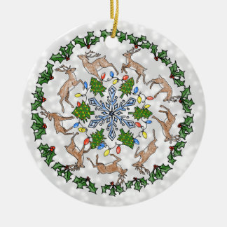 Ornamento personalizado com rena, azevinho & neve