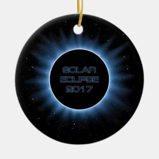 Ornamento redondo cerâmico do eclipse solar 2017