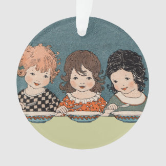 Ornamento Três irmãs da menina na mesa que comem a sopa