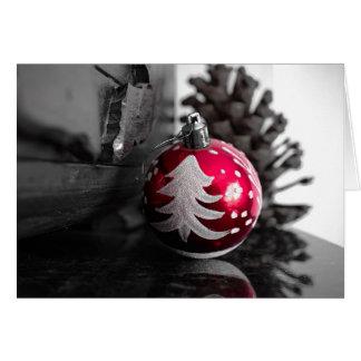 Ornamento vermelho preto e branco no cartão de
