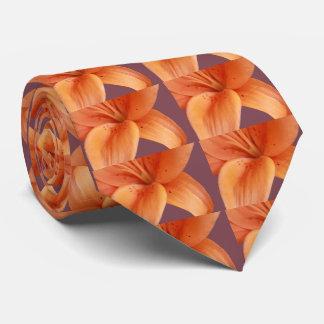 Orquídea alaranjada gravata