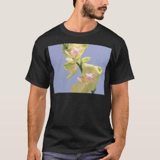 Orquídeas amarelas e cor-de-rosa na lavanda camiseta