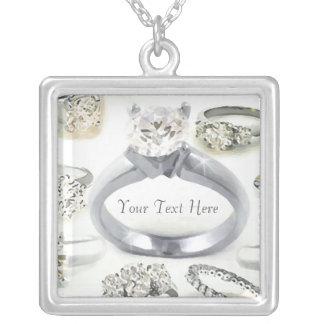 Os anéis de Bling personalizaram a colar