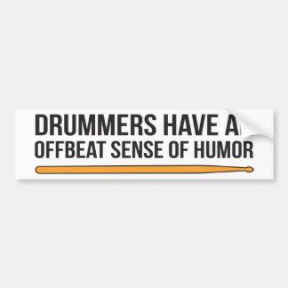 Os bateristas têm um sentido de humor pouco adesivo para carro
