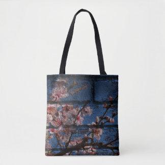 Os bolsas azuis do tijolo e das flores