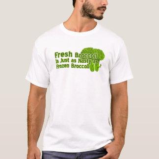 Os brócolos frescos são camisas desagradáveis de t