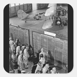 Os cadete de aviação verificam a imagem flight_war adesivo quadrado