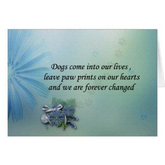 Os cães deixam pawprints em seu cartão de simpatia