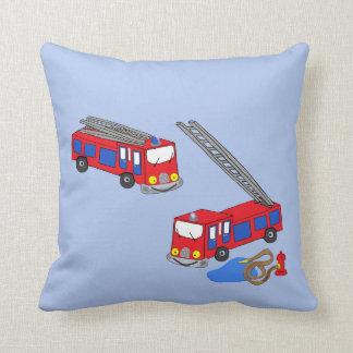Os carros de bombeiros vermelhos do bombeiro travesseiro de decoração