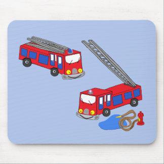 Os carros de bombeiros vermelhos do bombeiro mouse pad