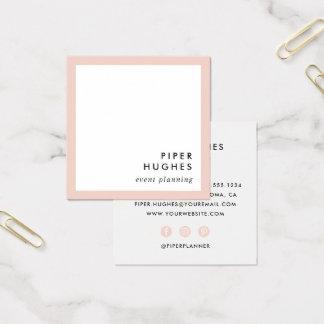 Os cartões de visitas quadrados minimalistas