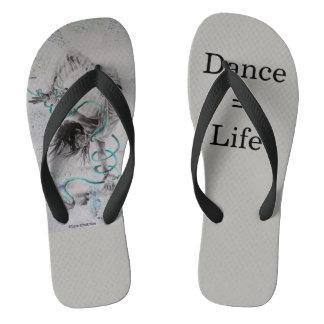 Os chinelos das mulheres do dançarino do hip-hop