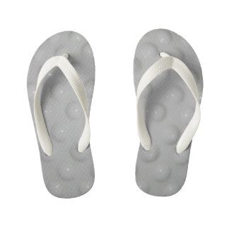 os chinelos do miúdo branco do teste padrão