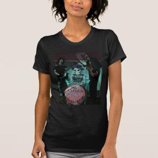 Os ciganos do asilo surfam o t-shirt da banda para