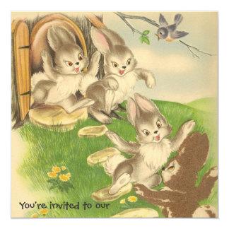 Os coelhos saem jogar o convite de aniversário