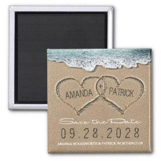 Os corações no casamento de praia da areia salvar ímã quadrado
