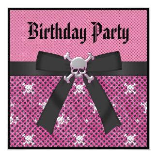 Os crânios femininos & o aniversário cor-de-rosa convite personalizados