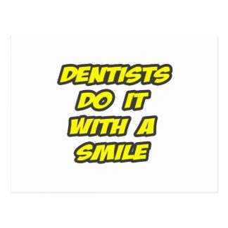 Os dentistas fazem-no com um sorriso cartão postal