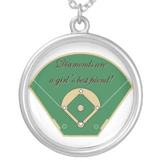 Os diamantes são uma colar do melhor amigo das men