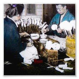 Os fabricantes da boneca da mão velha do vintage impressão de foto