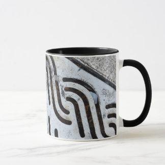Os ganhos enegrecem para fora a caneca de café