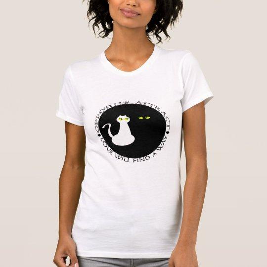 Os gatos do amor refrigeram os opostos bonitos camiseta