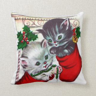 Os gatos retros do natal vintage dirigem o almofada