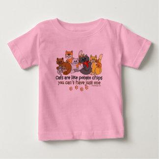 Os gatos são como microplaquetas de batata camisetas