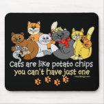 Os gatos são como microplaquetas de batata mouse pads