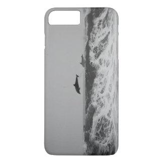 Os golfinhos que saltam na capa de telefone das