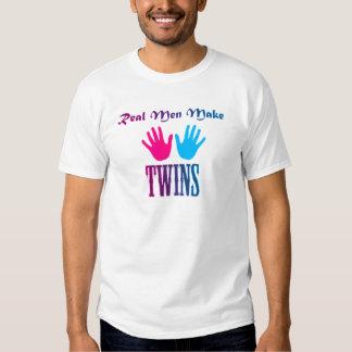 Os homens reais fazem gêmeos (menino/menina) camisetas