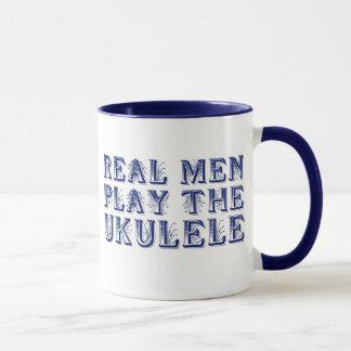 OS HOMENS REAIS JOGAM a caneca do UKULELE