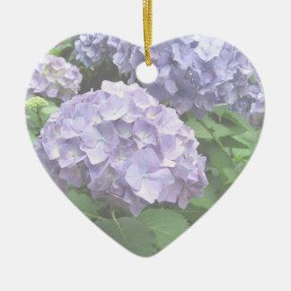 Os Hydrangeas em Trebah jardinam feliz aniversario Ornamento De Cerâmica Coração