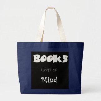 Os livros iluminam bolsas de lona
