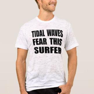 Os maremotos temem este surfista camiseta