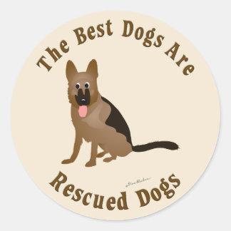 Os melhores cães são salvados - cão de german adesivo em formato redondo