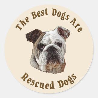 Os melhores cães são salvados (o buldogue) adesivos redondos