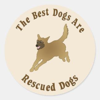 Os melhores cães são salvados - vira-latas adesivos em formato redondos
