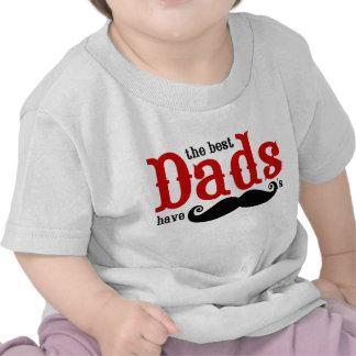 Os melhores pais têm o t-shirt dos bigodes
