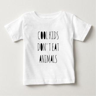 Os miúdos legal não comem a camisa dos animais