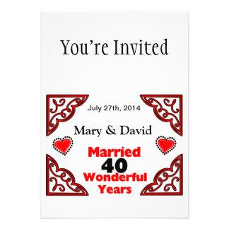 Os nomes pretos vermelhos dos corações datam um convites personalizados