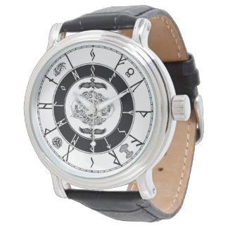 Os noruegueses denominam o relógio Runic ......