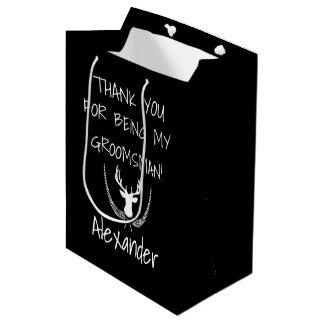 Os padrinhos de casamento personalizaram o sacola para presentes média