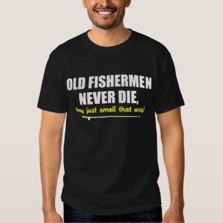 Os pescadores idosos nunca morrem, eles apenas tshirt