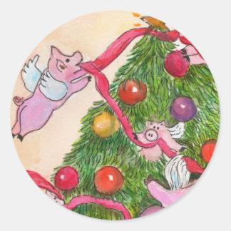 Os porcos do vôo decoram as etiquetas da árvore de