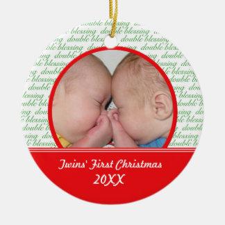 Os primeiros enfeites de natal dos gêmeos dobro da